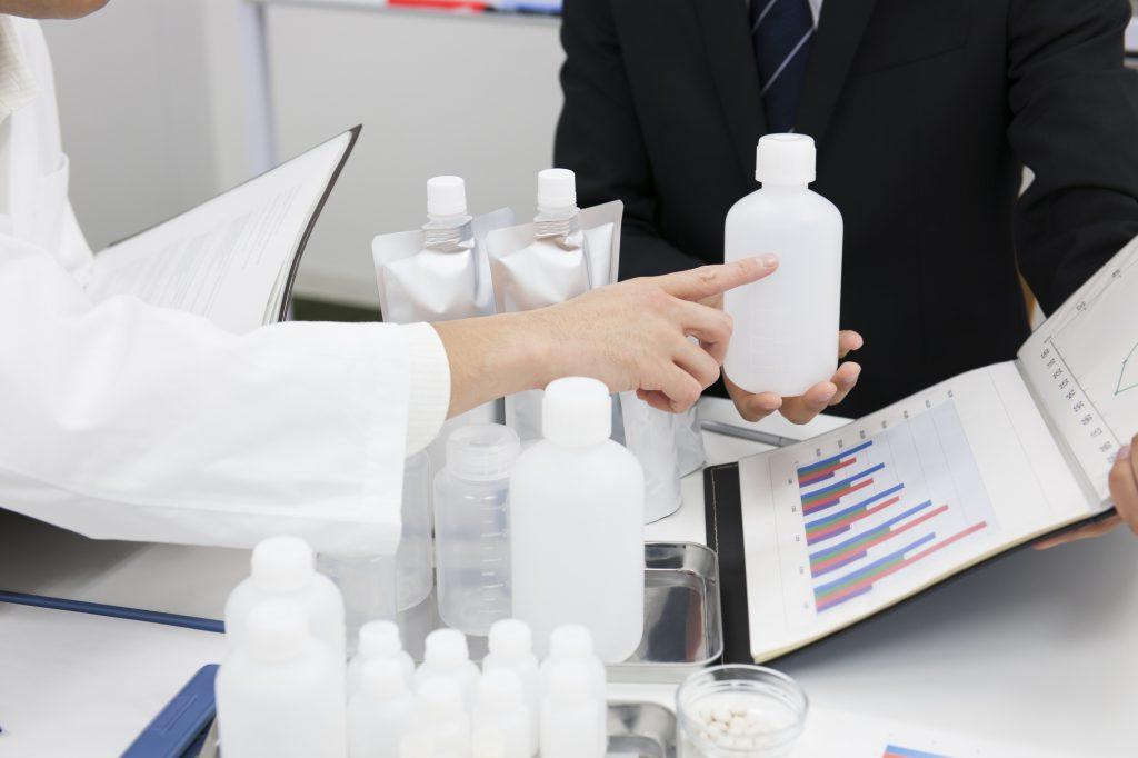 化粧品の商品開発の打ち合わせ